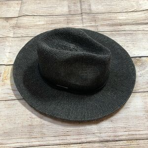 Vince Camuto hat NWT